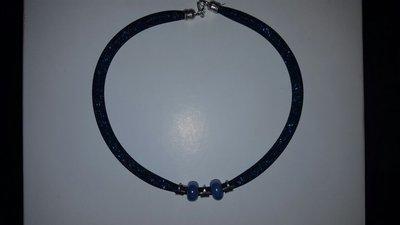 Collana tubulare nera e blu