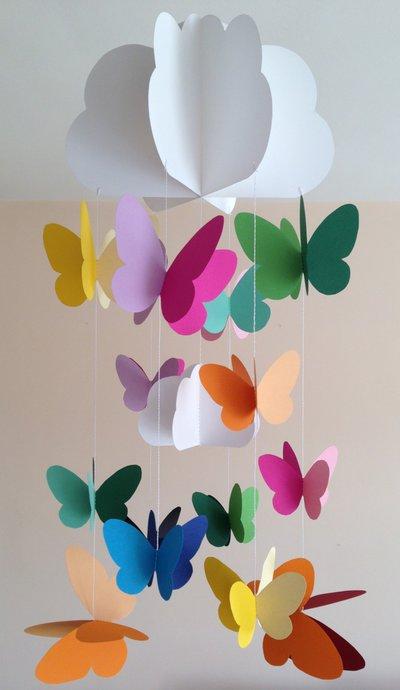 Decorazione per cameretta, con farfalle colorate e nuvole ...