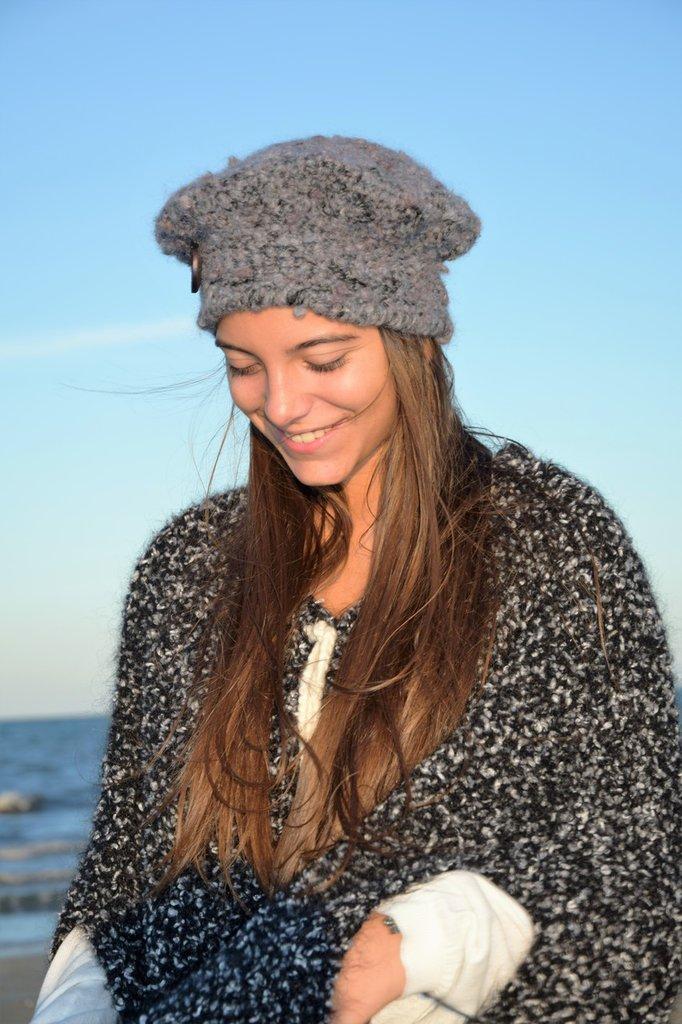 berretta grigia lana bouclè