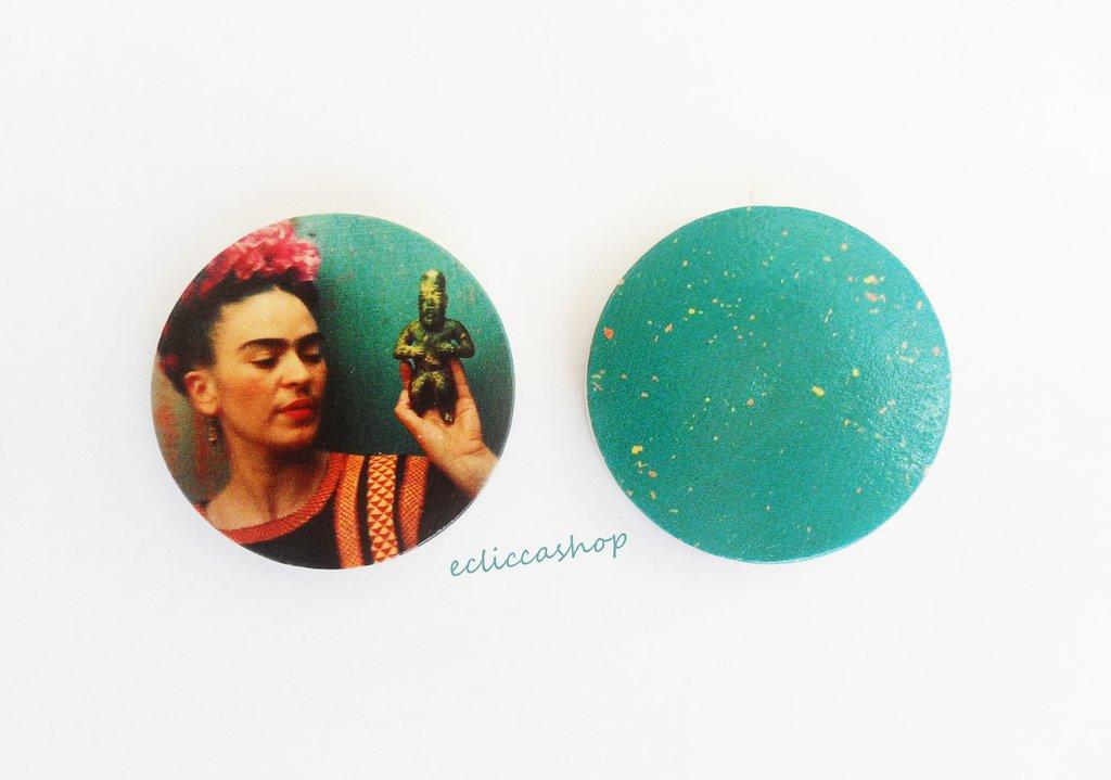 Medaglione ciondolo GRANDE raffigurante Frida Kahlo in legno 45 mm 1pz