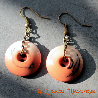 Orecchini pendenti in bronzo con bottoni arancioni