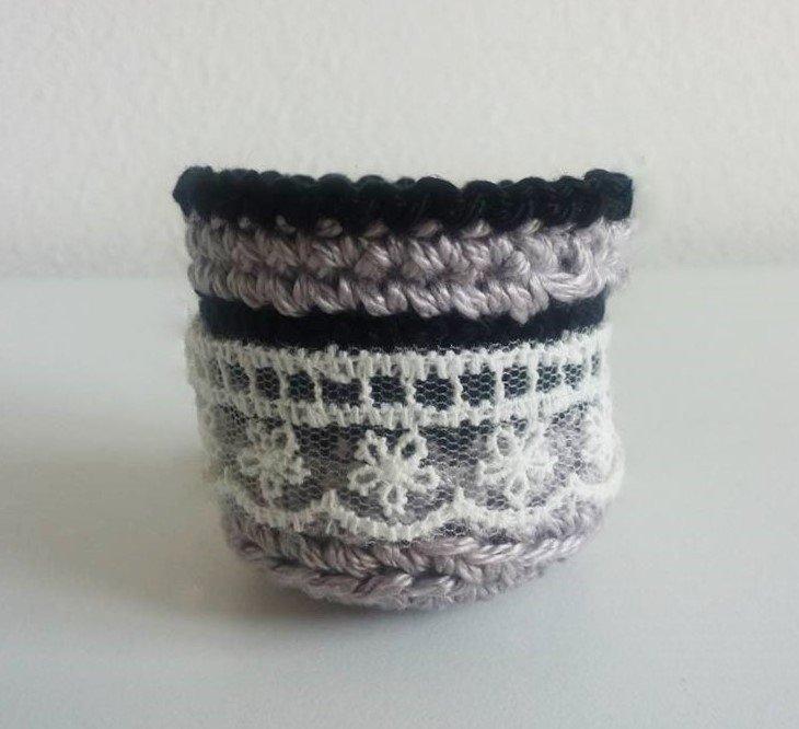 Cestino piccolo fatto ad uncinetto lilla e nero