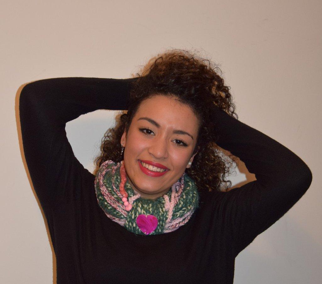 sciarpa collana uncinetto con cuore rosa