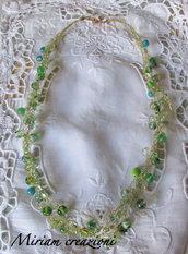 Collana all'uncinetto con perle verdi