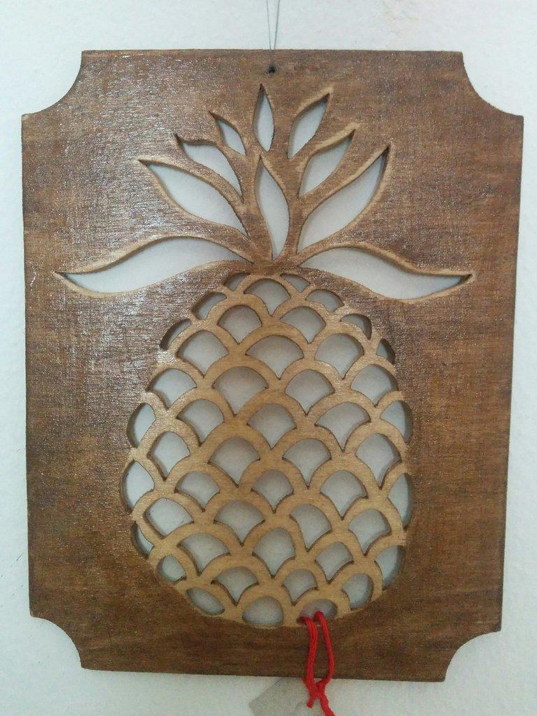 Ananas da muro in legno, tecnica del traforo