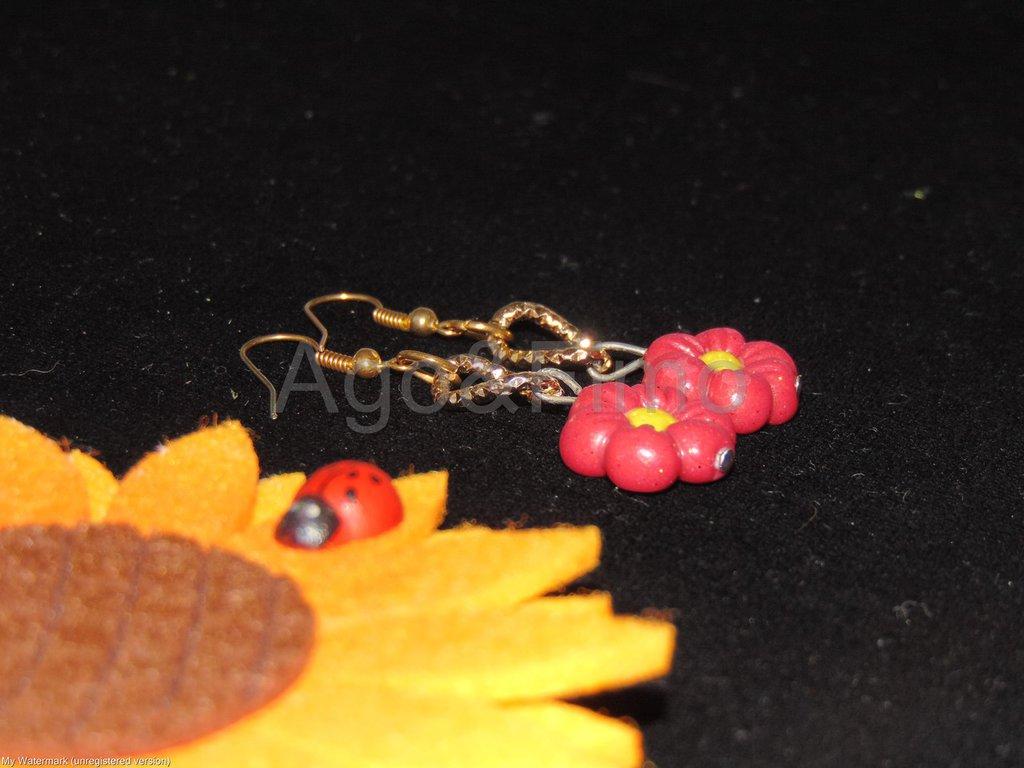 orecchini pendenti fiorellino fimo oro