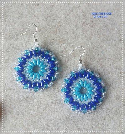 Orecchini in tessitura di perline blu/azzurro