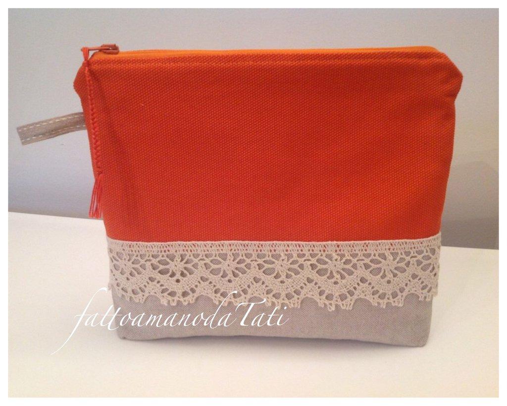 Pochette bicolore in cotone arancio/ecrù  con pizzo