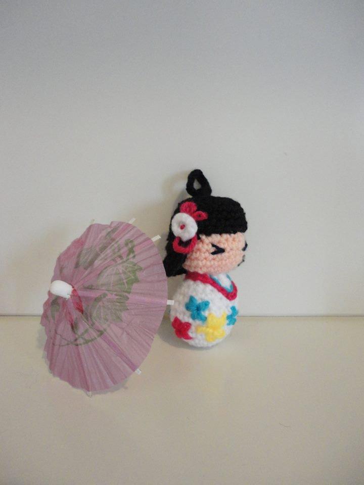 Kokeshi(bianca) portachiavi-bamboline giapponesi realizzate a mano