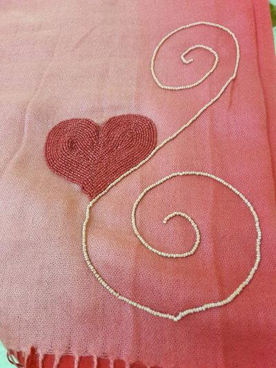 Sciarpa ricamata con le perline