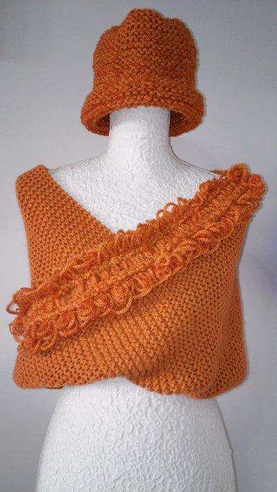 Coprispalle e berretto beanie in lana Lavorazione maglia ai ferri e telaio