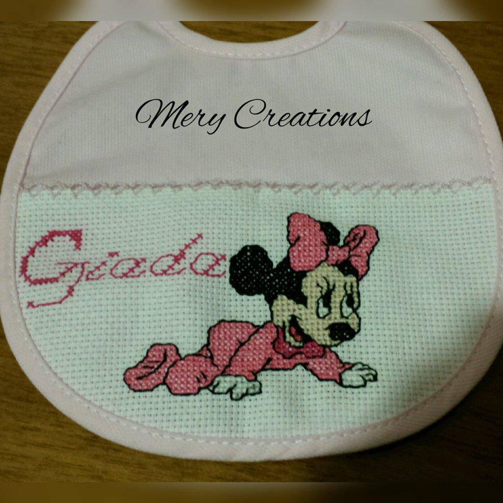 Bavaglino bambina Minnie, ricamo punto croce