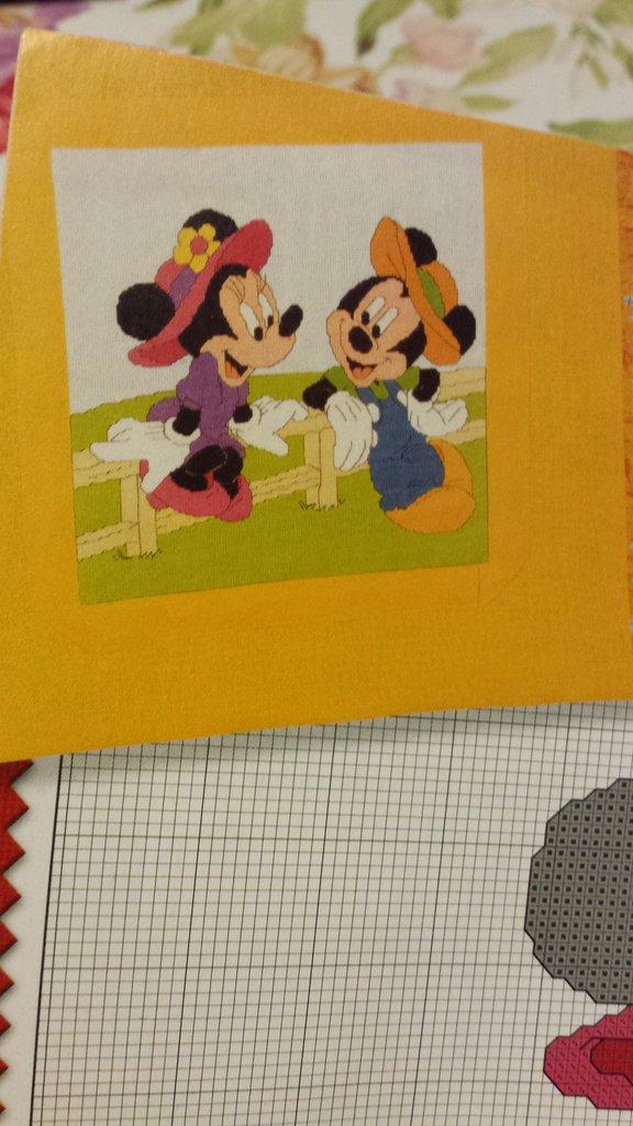 Schema Minnie e Topolino su staccionata, ricamo punto croce