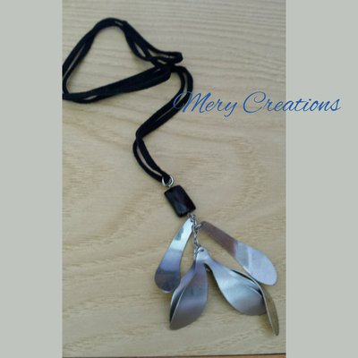Collana pendente foglie acciaio, pietre scure