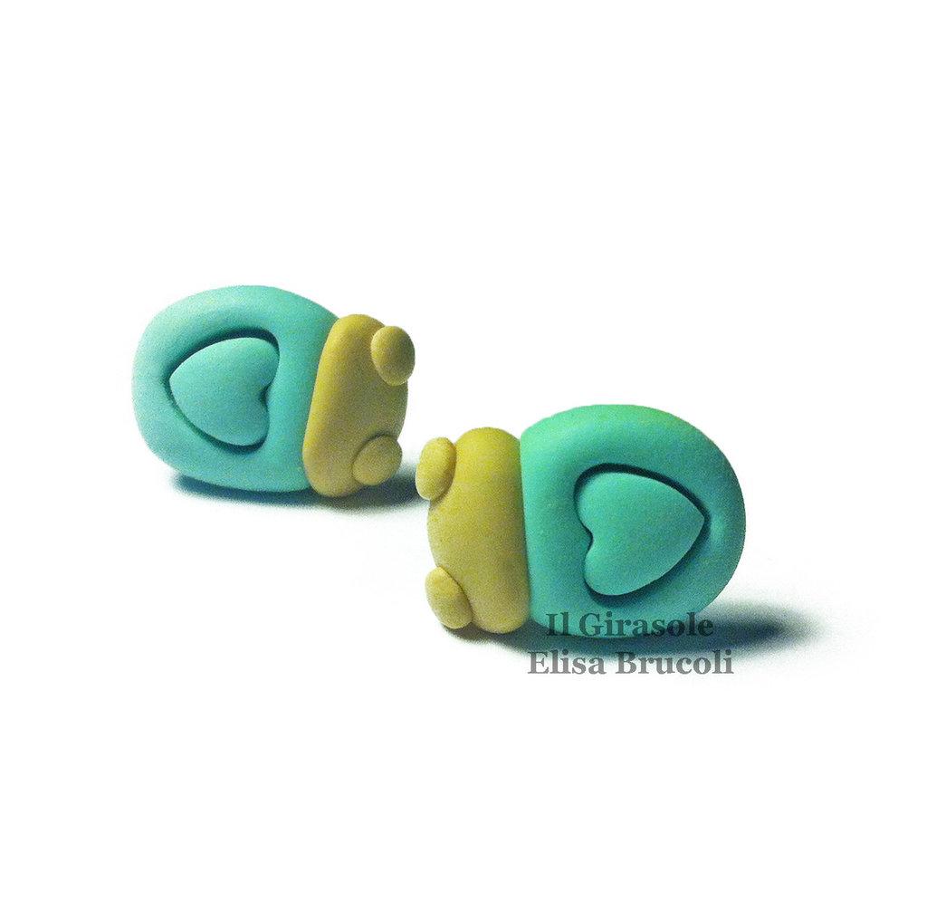 Orecchini coccinella e cuore a perno in pasta polimerica fimo color verde menta