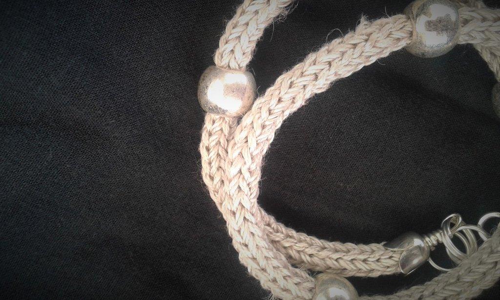 Bracciale doppio giro, tubolare color verde perlato con sfere argento