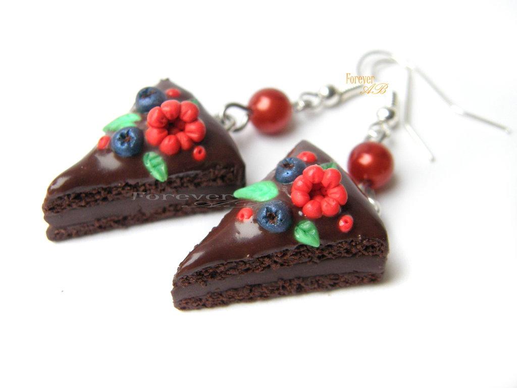 Orecchini Torta al cioccolato decorata con frutti di bosco Natale fimo idea regalo ragazza donna