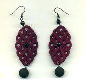 Orecchini pendenti color viola vino cotto in resina opaca