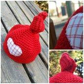 Cappellino e scarpine rosse