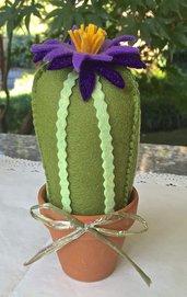 Cactus di feltro con fiore viola