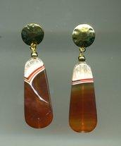 Orecchini pendenti con grande pendente in agata striata marrone