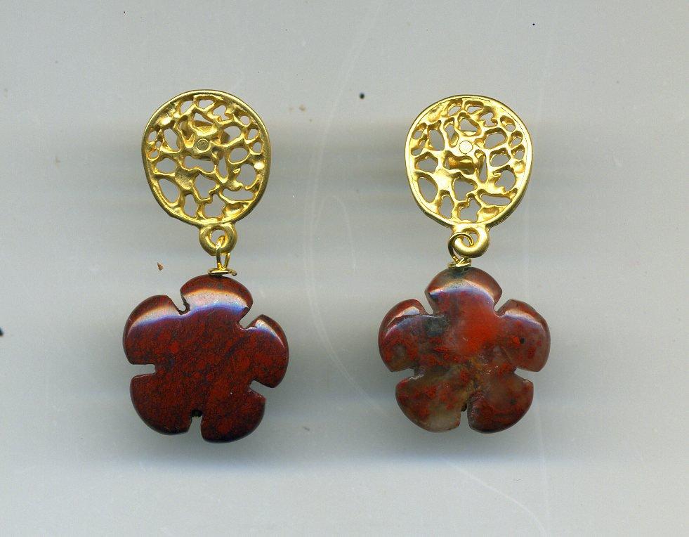 Orecchini pendenti con fiore in diaspro rosso