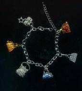 Bracciale a catena con 6 charms a borsetta