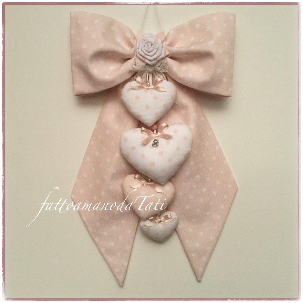 Fiocco nascita in cotone rosa pallido con rosa e quattro cuori coordinati