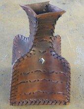 Vaso in cuoio realizzato a mano