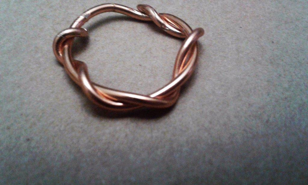 Anello intreccio in metallo color rame lucido