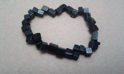 Bracciale elastico di pietre quadrate nere