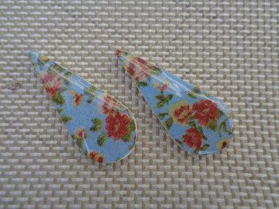 Coppia di cabochon in pasta polimerica a goccia con fiori