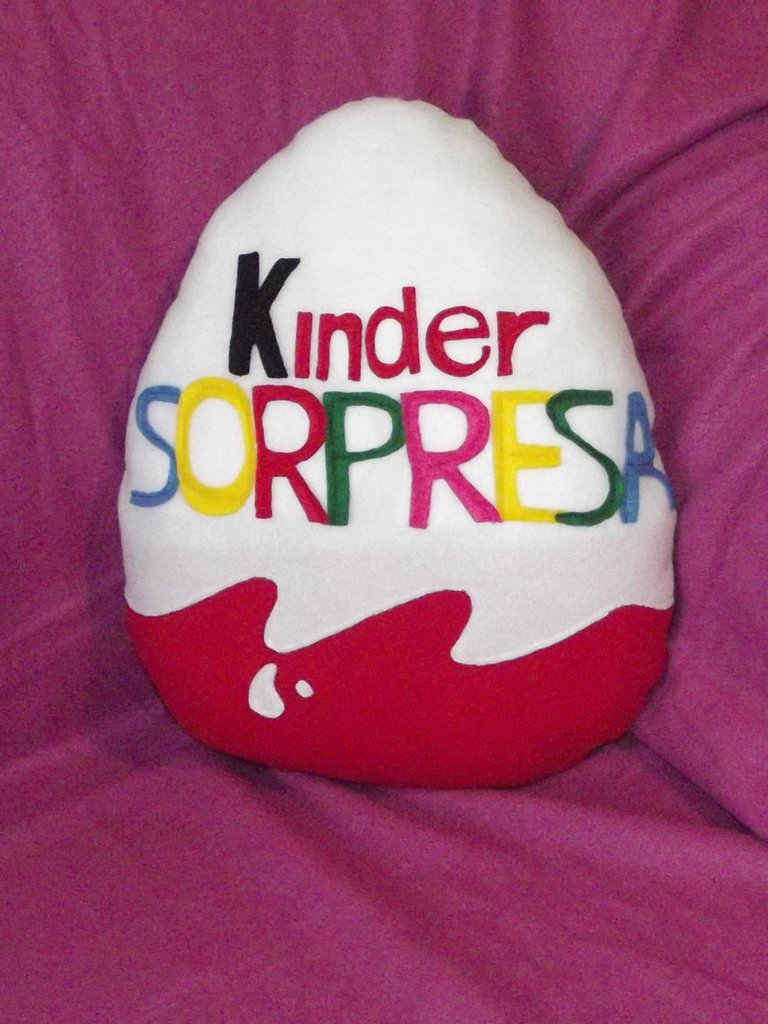 Cuscino Ovetto Kinder handmade idea regalo San Valentino pillow