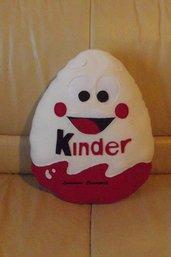 Cuscino Ovetto Kinder personaggio pubblicità Omino handmade pillow idea regalo San Valentino