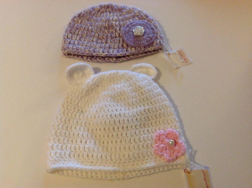 Due cappellini neonata 0/6 mesi con fiori e perline