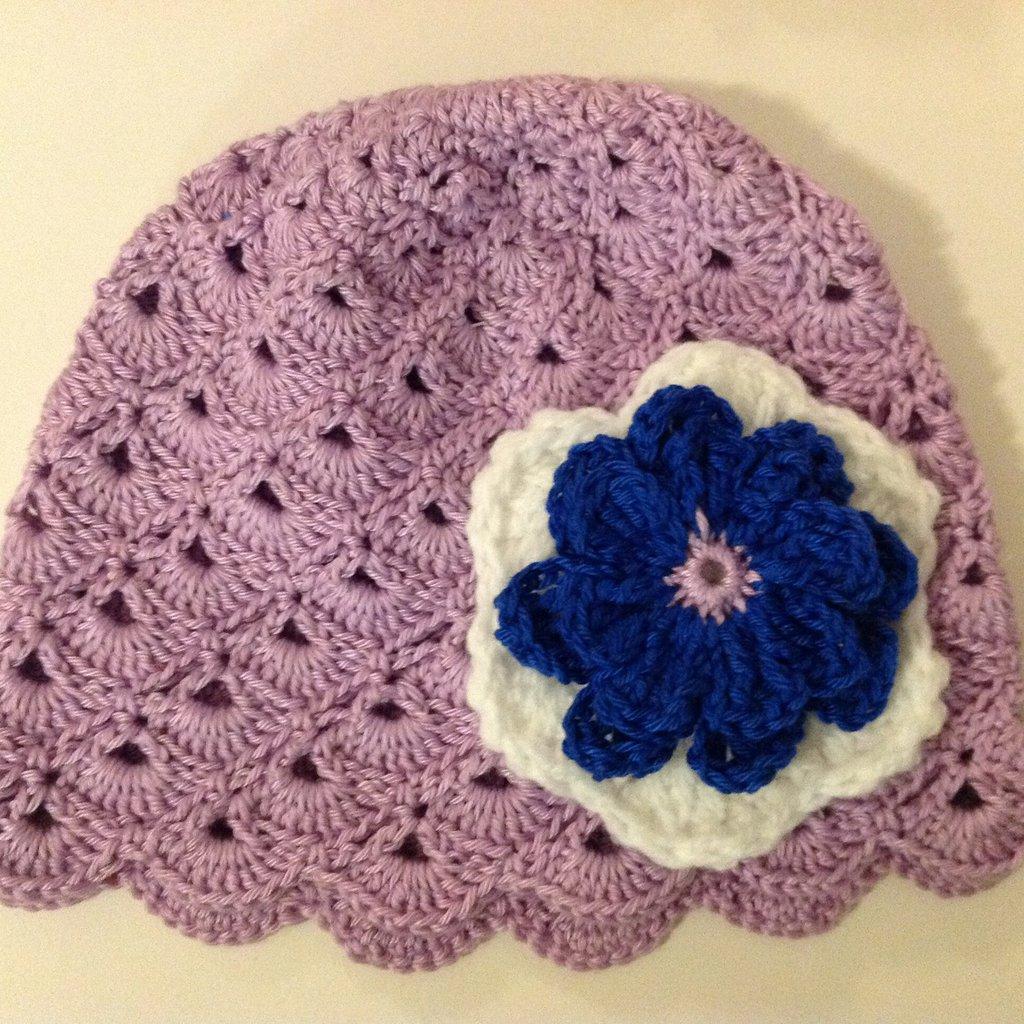 Cappellino per neonato in 100 percento cotone.