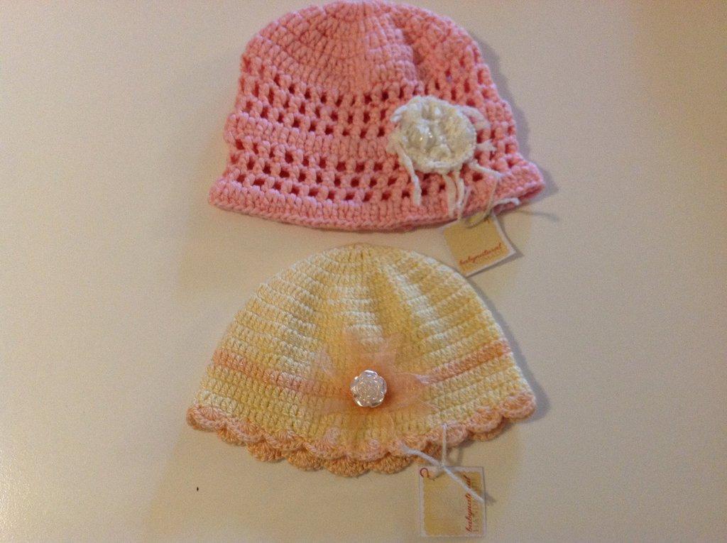 JDue cappellini per neonata in 100 percento cotone color rosa e color giallo e pesca con perline