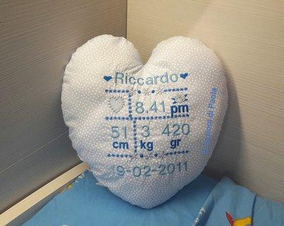 Cuscino nascita a forma di cuore