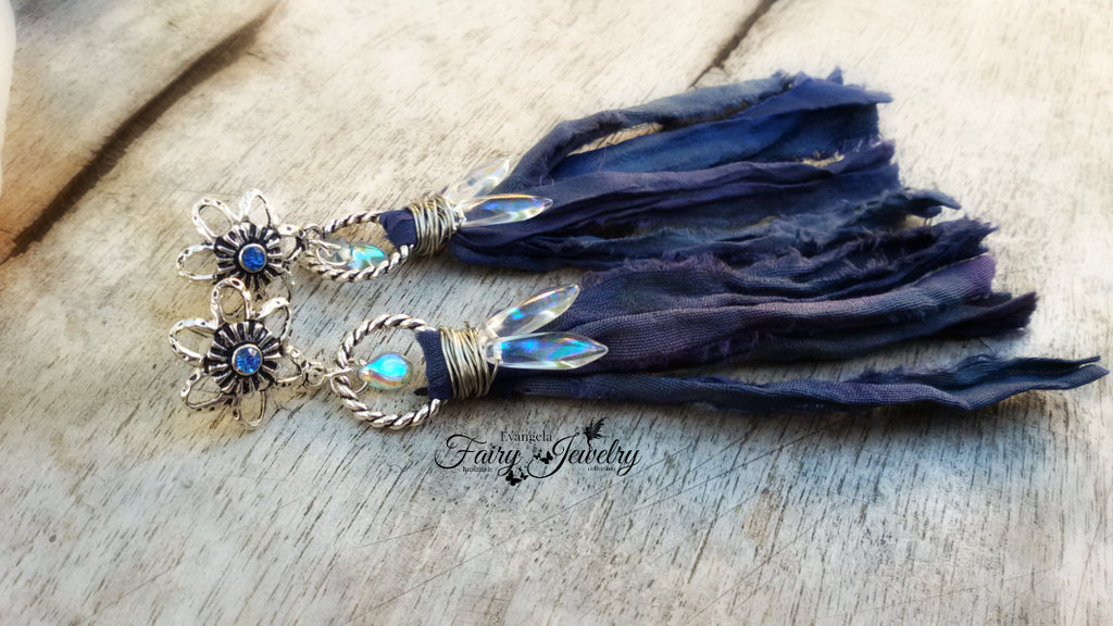Orecchini  boho bohemien daghe aurora boreale blu argento seta sari