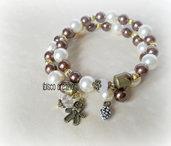 Bracciale con perle e ciondoli in metallo - Latte & Cacao