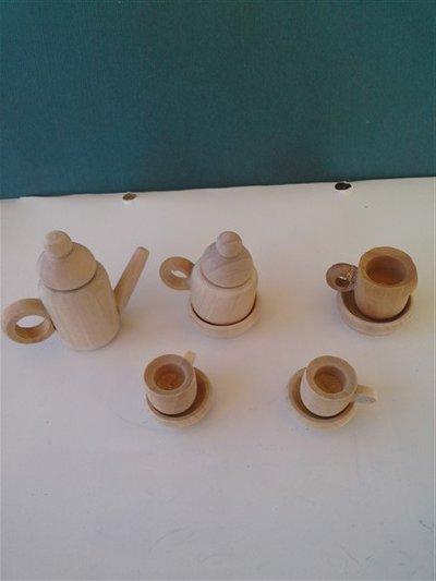 Miniatura caffettiera in legno.
