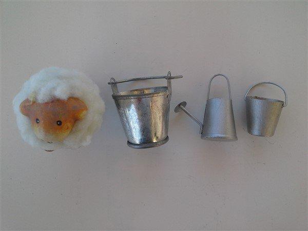 Kit di ogetti in miniatura vari.