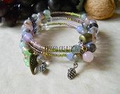 Bracciale a filo armonico con perle e ciondoli - Pina