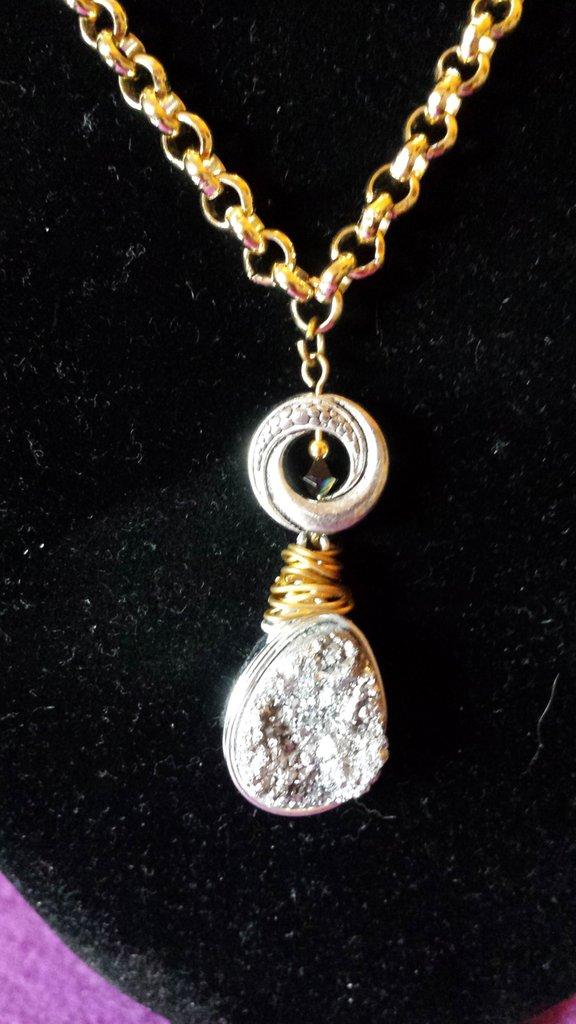Girocollo fatto a mano con pendente in pietra dura  agata drusy argento