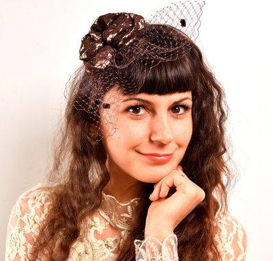 cappello con vletta forma di fiore