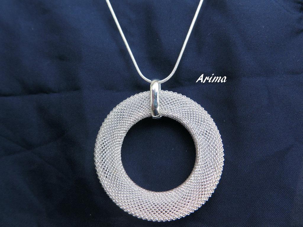Collana argentata con   ciondolo a cerchio