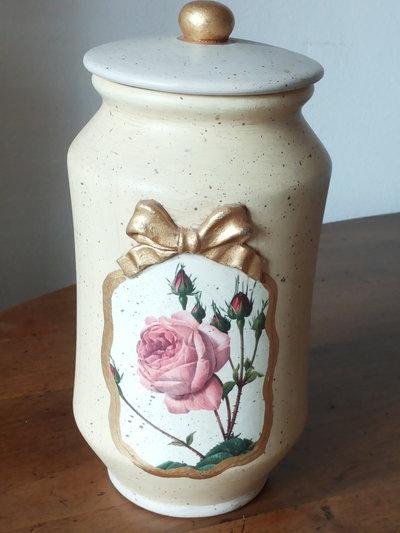 Vaso in terracotta con tappo decorato solo su un lato con tecnica decoupage con rilievo motivo fiocco verniciato oro