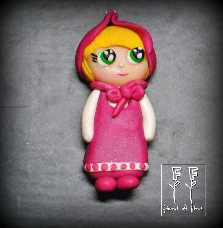 ciondolo Masha fimo| pendant Masha fimo| Masha in pasta polimerica| ciondolo ispirato a Masha e Orso| ciondolo bambolina masha| ciondolo bambolina fimo