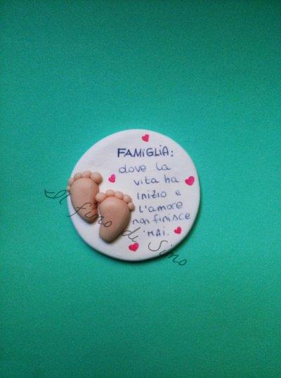 bomboniera battesimo nascita piedini con scritta famiglia in pasta polimerica