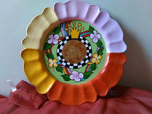 piatto in legno dipinto a mano